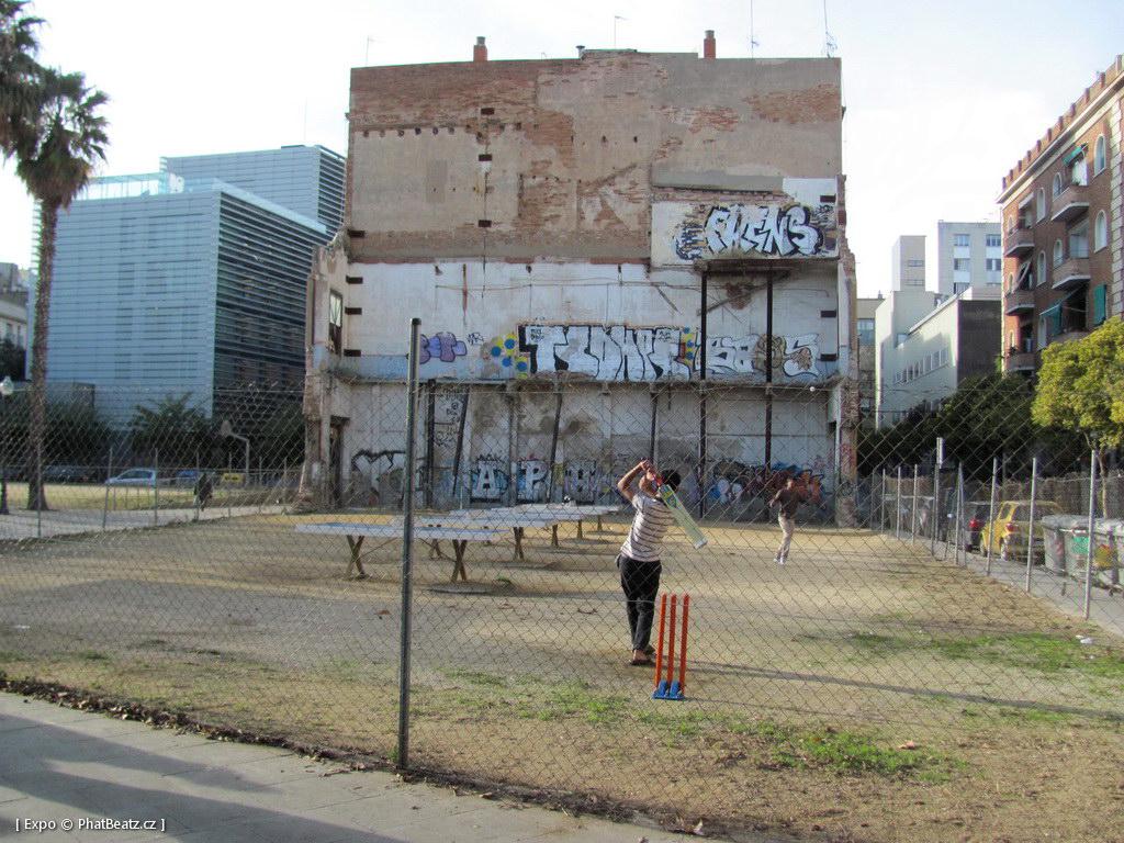 1312-1401_BarcelonaStreet_022