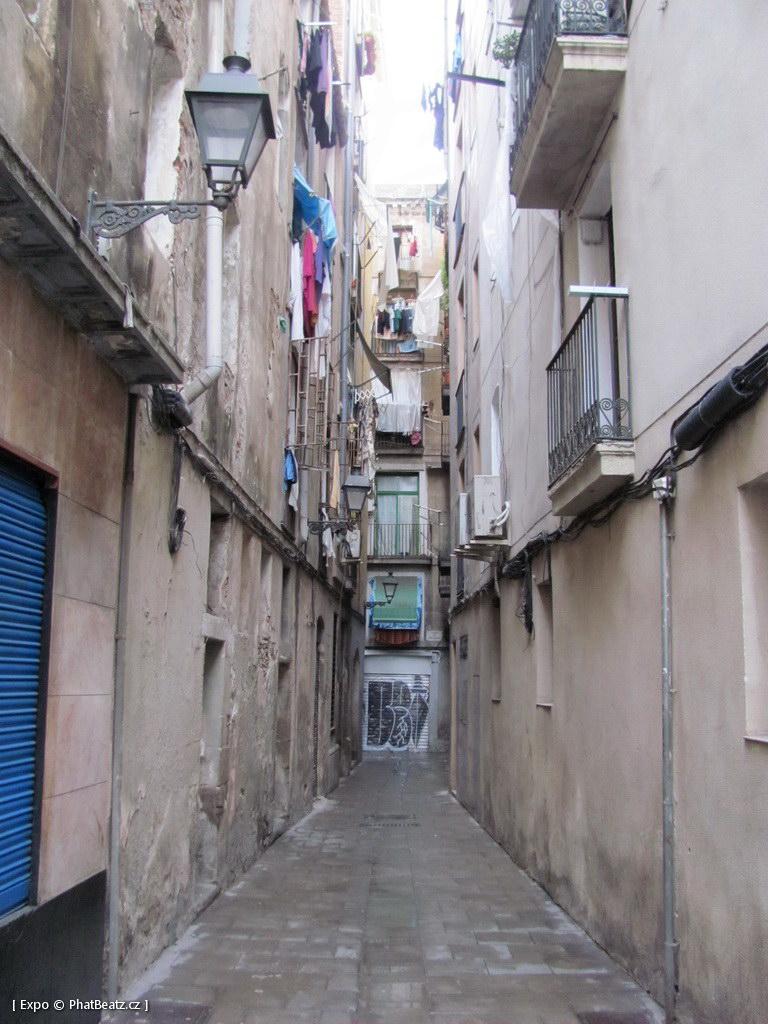 1312-1401_BarcelonaStreet_023
