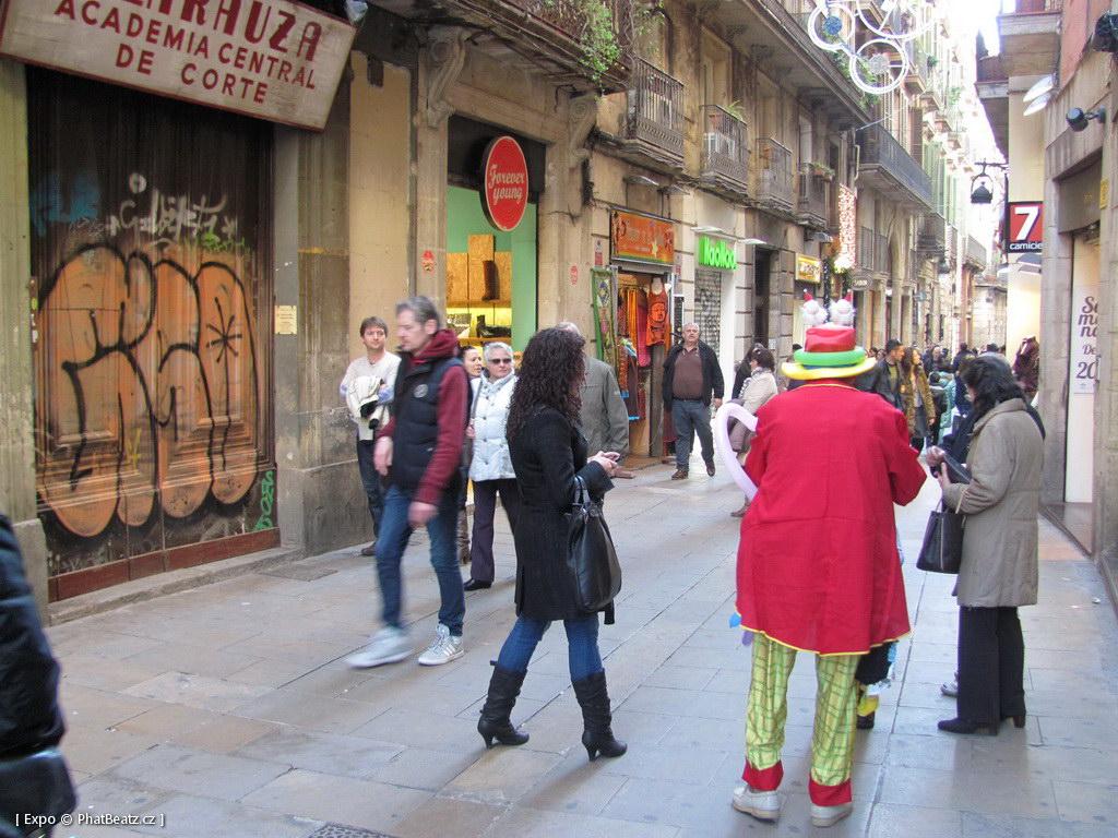 1312-1401_BarcelonaStreet_024