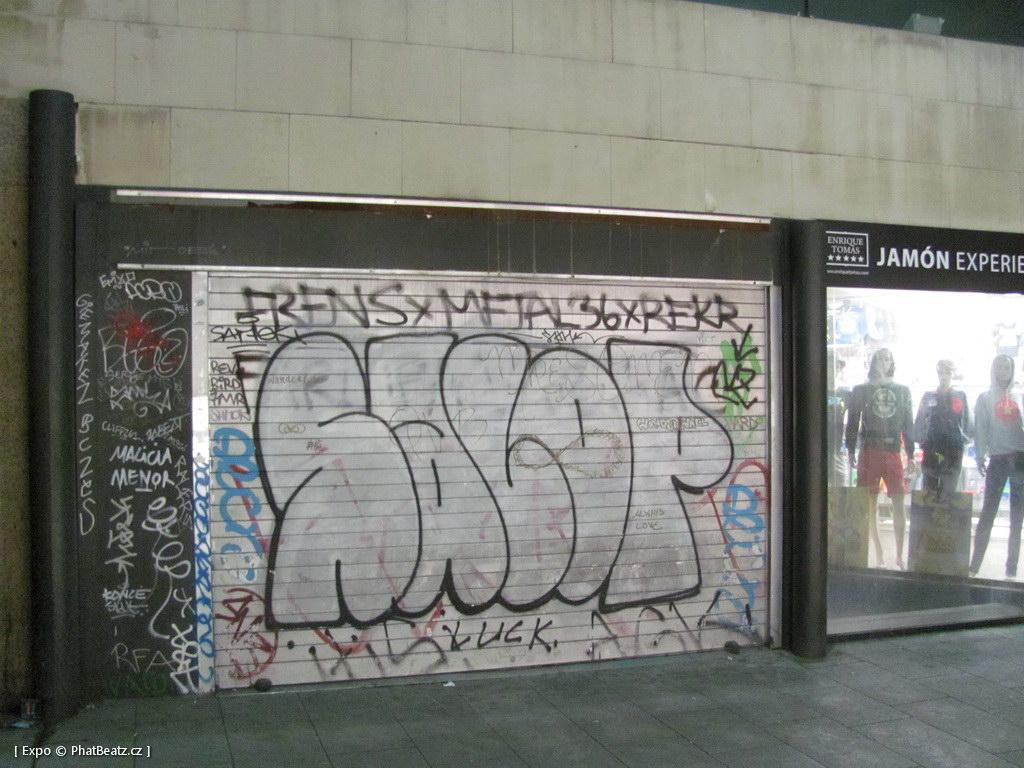 1312-1401_BarcelonaStreet_030