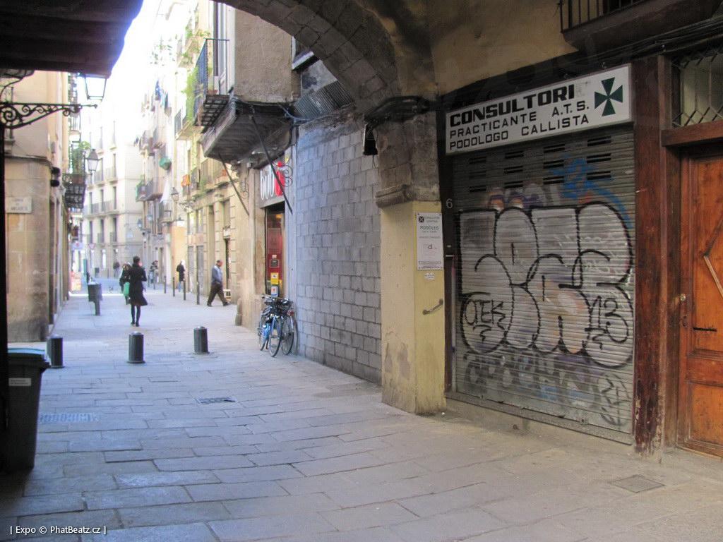 1312-1401_BarcelonaStreet_038