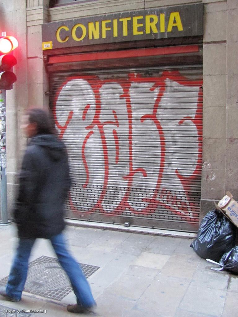 1312-1401_BarcelonaStreet_040