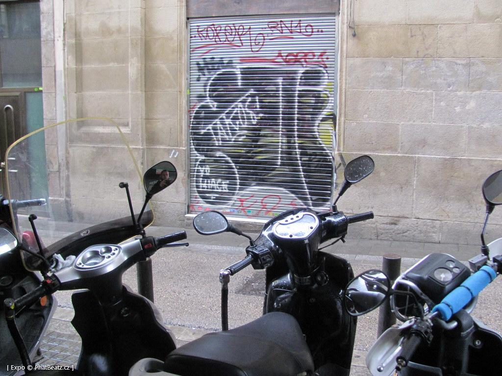 1312-1401_BarcelonaStreet_062