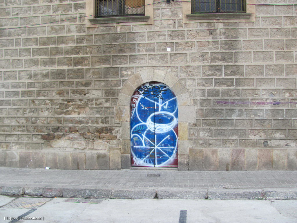 1312-1401_BarcelonaStreet_065