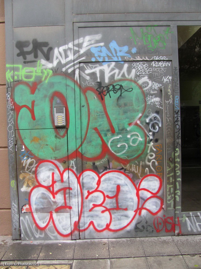 1312-1401_BarcelonaStreet_070