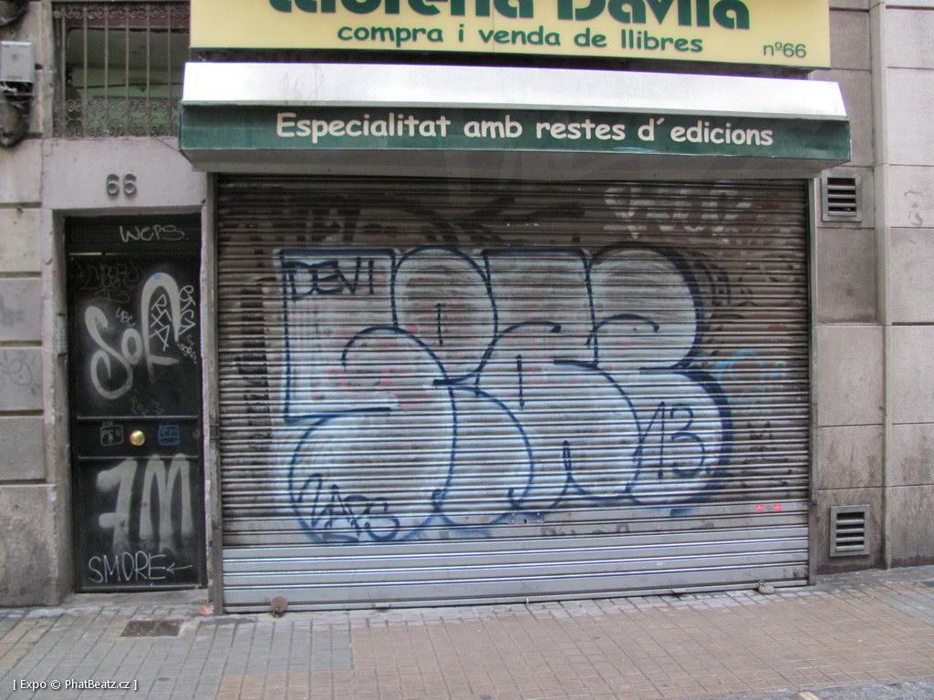 1312-1401_BarcelonaStreet_075