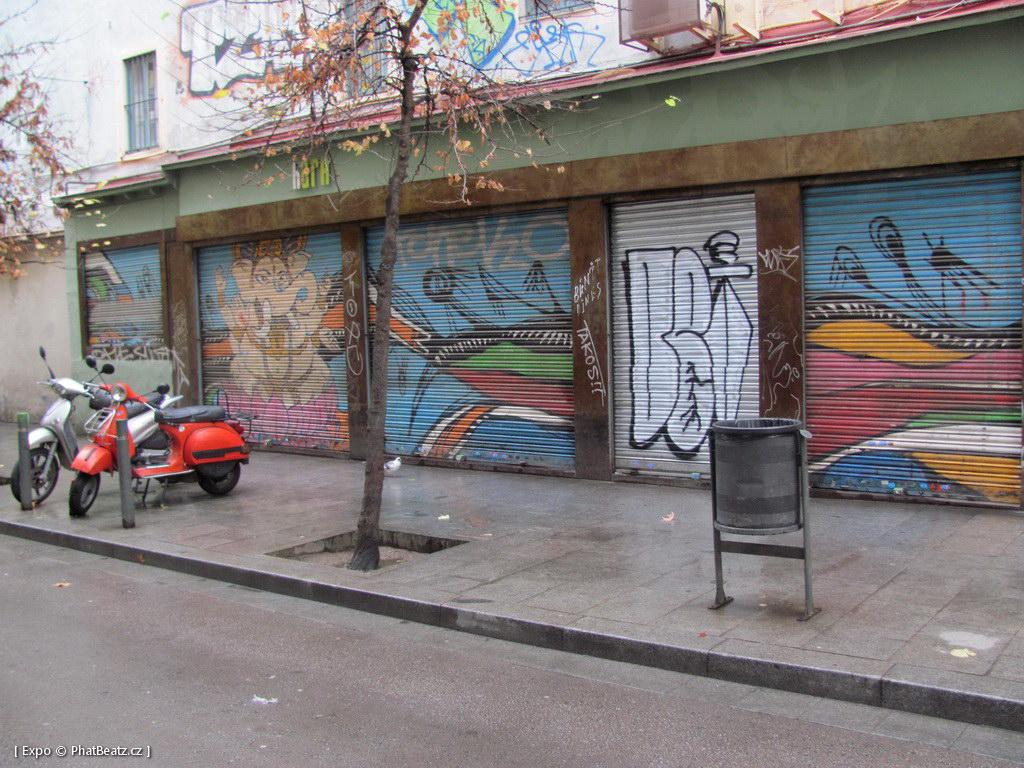1312-1401_BarcelonaStreet_079