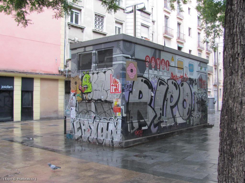 1312-1401_BarcelonaStreet_085