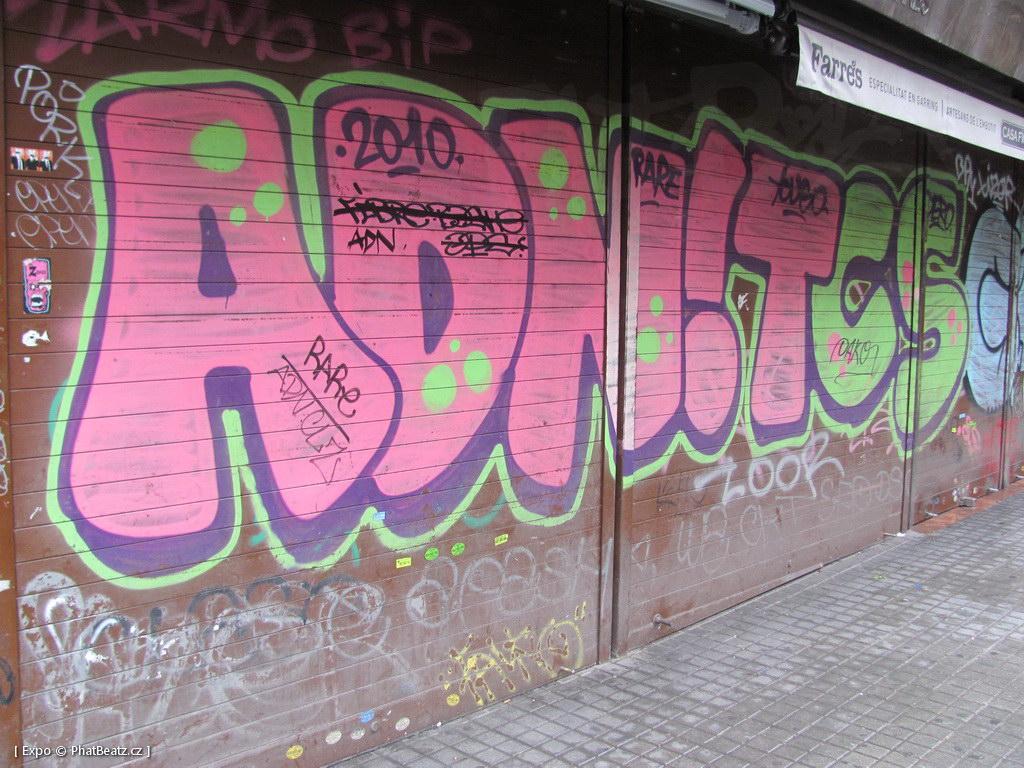 1312-1401_BarcelonaStreet_089