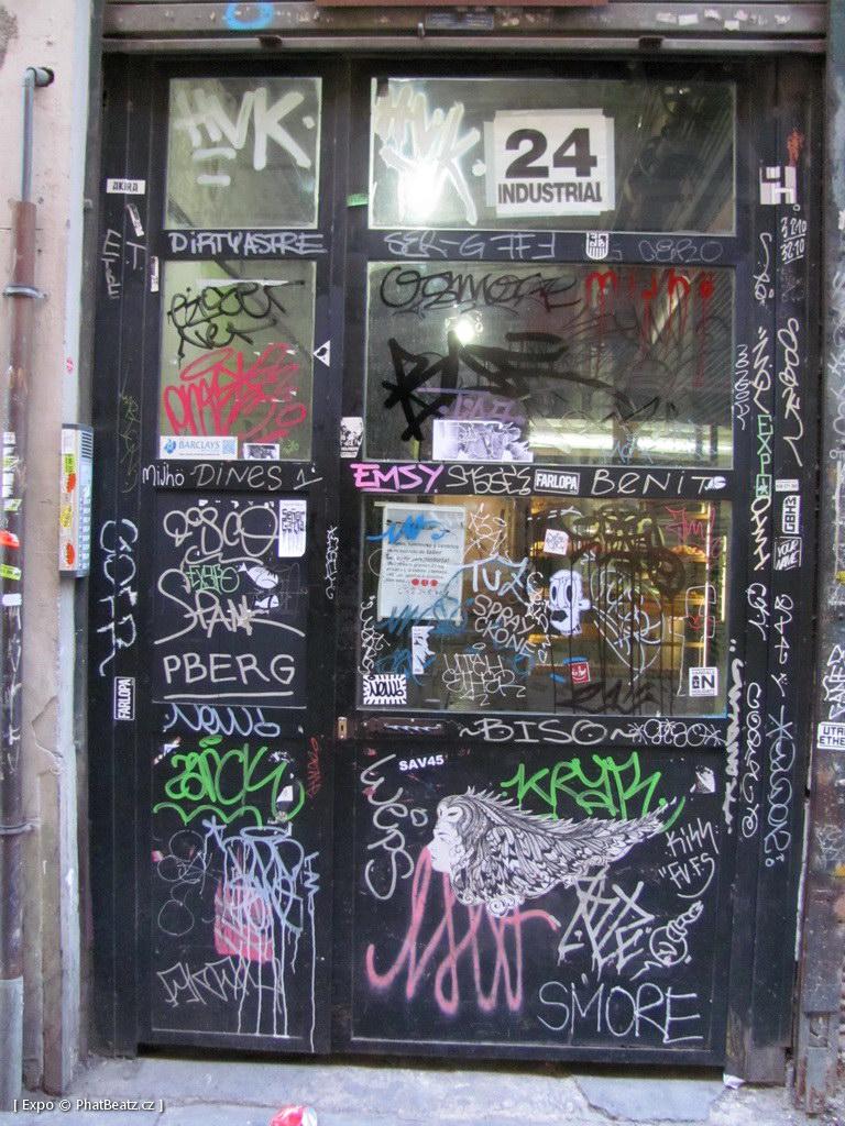 1312-1401_BarcelonaStreet_113